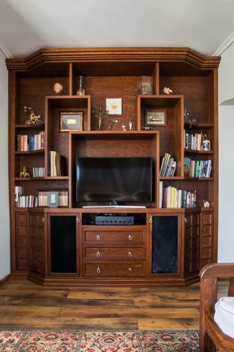 tv-wall-solid-oak.jpg